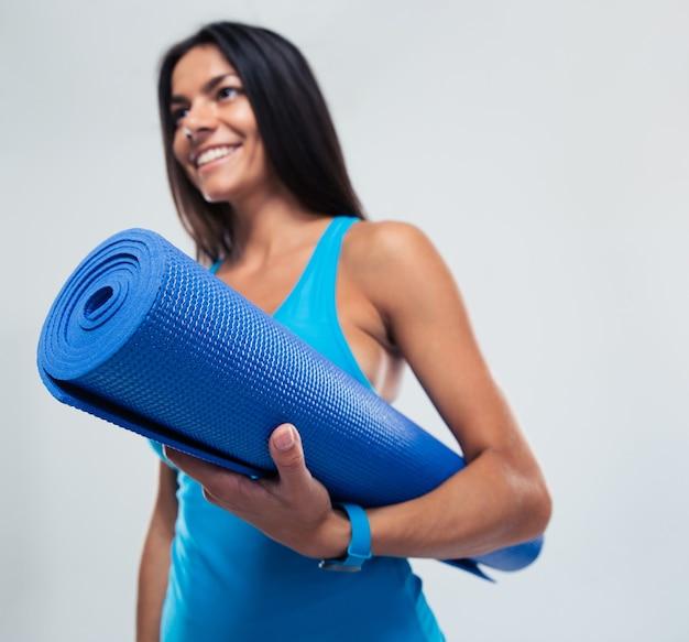 Fitness vrouw met yoga mat