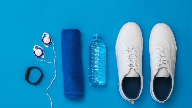 Fitnessaccessoires blauw oppervlak