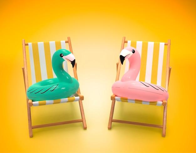 Flamingo reddingsboei zittend op ligstoelen in de zomer