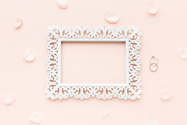 Flay lat frame en verlovingsring