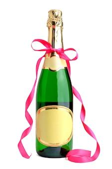 Fles champagne met lint op wit wordt geïsoleerd dat