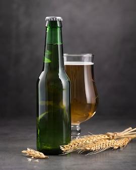Fles en glas bier