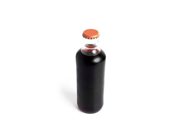 Fles frisdrank geïsoleerd op een witte achtergrond. . hoge kwaliteit foto