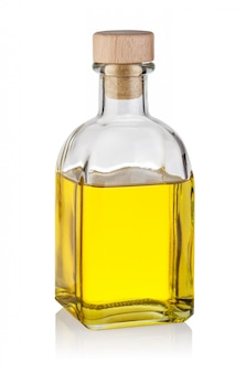Fles gele olie met houten kurk