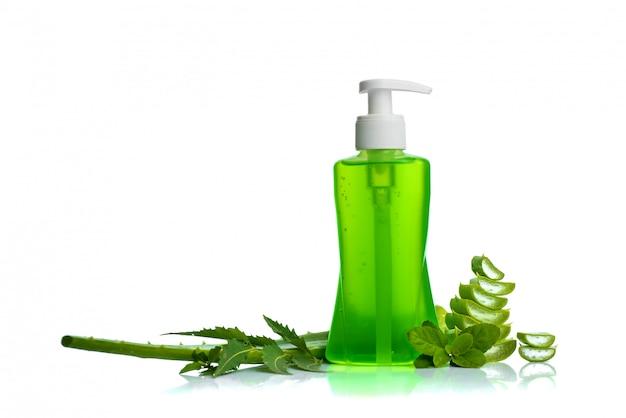 Fles met vloeibare zeep of crème of wasstraten met aloë vera, neem en basilicumblad