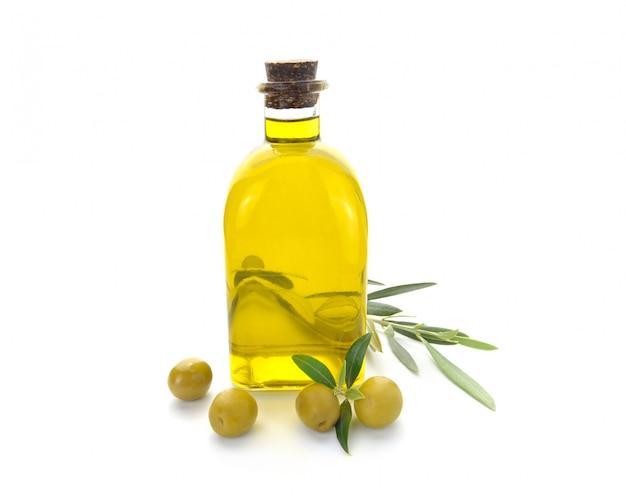 Fles olijfolie en olijven