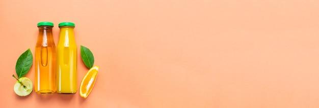 Fles vers sinaasappelsap appelsap plat leggen kopieer ruimte banner panorama