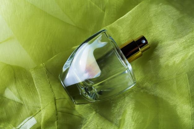 Fles vrouwelijke parfum