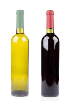 Fles wijn op wit wordt geïsoleerd