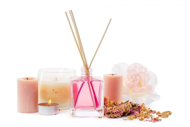 Flesje aroma etherische olie of spa of natuurlijke geurolie met droge bloem