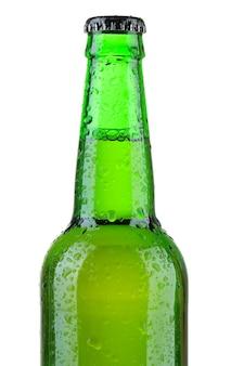 Flesje bier geïsoleerd op wit