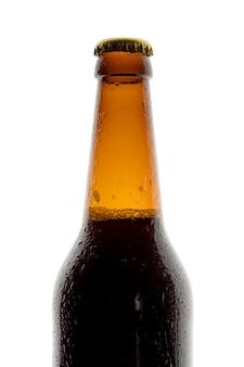 Flesje bier op witte achtergrond