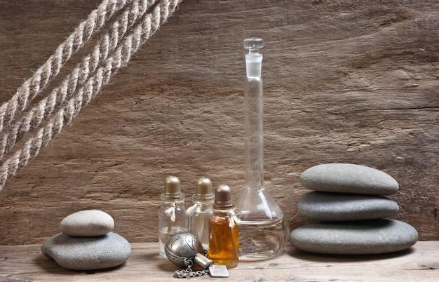 Flesjes parfumoliën in oud geurlaboratorium