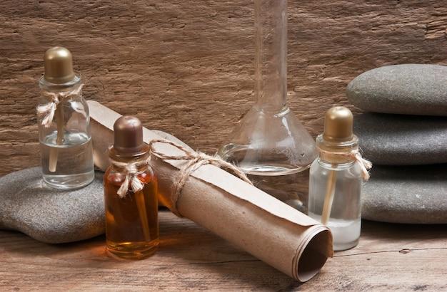 Flesjes parfumoliën in oude geurlab