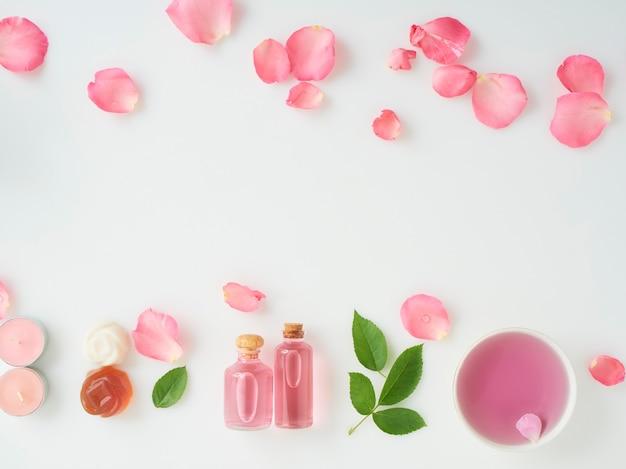 Flessen etherische olie en rozen