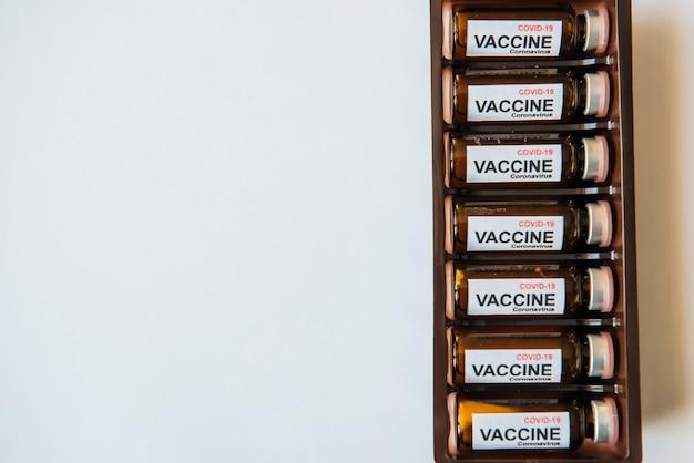 Flessen vaccin om de pandemie van het coronavirus te bestrijden