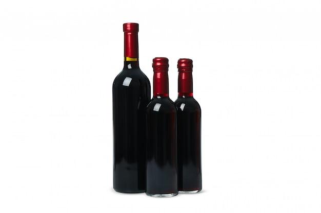 Flessen wijn geïsoleerd op een witte achtergrond