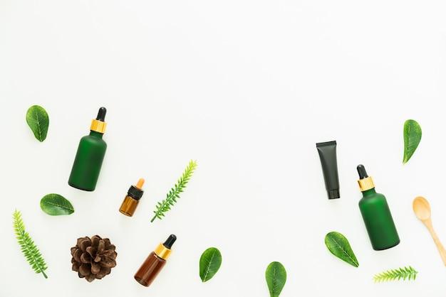 Flessencrème, mockup van het merk schoonheidsproducten. bovenaanzicht op de witte achtergrond.