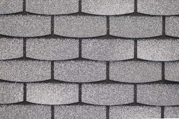 Flexibele dakpan, textuur, achtergrond. dakpannen in grijs voor het afdekken van het dak van een huis