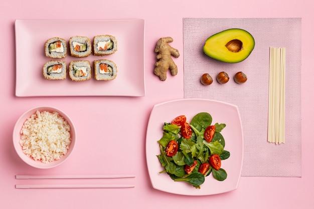 Flexitarisch dieet met salade bovenaanzicht