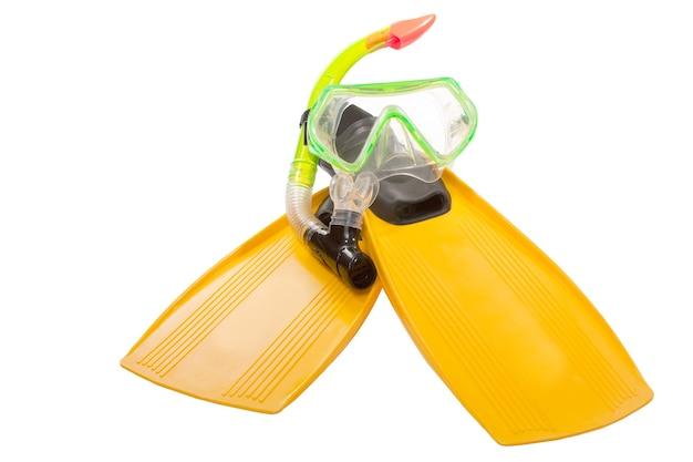 Flippers en masker om te duiken geïsoleerd op een witte achtergrond