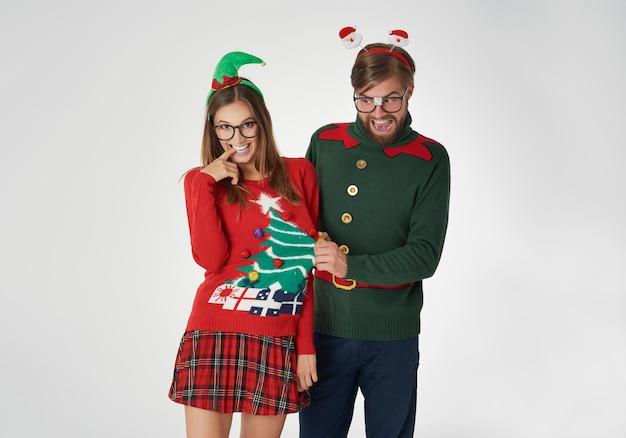 Flirterige nerds in kersttruien