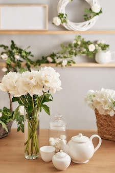 Florale decoraties in een bloemenwinkel