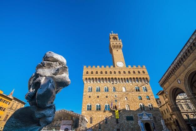 Florence, itali - oct 20: palazzo vecchio op 20 oktober 2017 in florence, italië. het is het stadhuis van florence. het paleis werd gebouwd in 1299