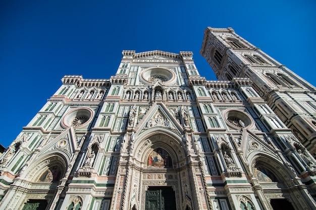 Florence kathedraal santa maria del fiore zonsopgang uitzicht, lege straten en plein, toscane, italië