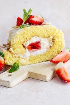 Fluffy strawberry swiss roll food fotografie