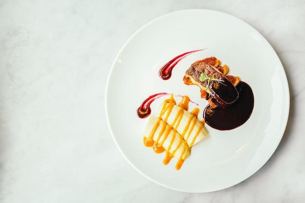 Foie gras en eendvlees met zoete saus