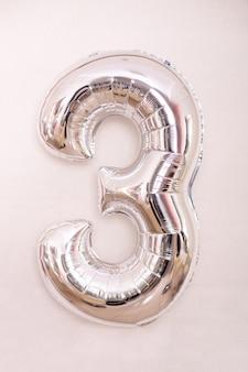 Folie zilveren ballon nummer drie