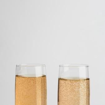 Fonkelende champagneglazen van de close-up
