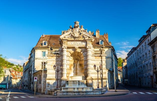 Fontaine de la place jean-cornet in besancon, frankrijk