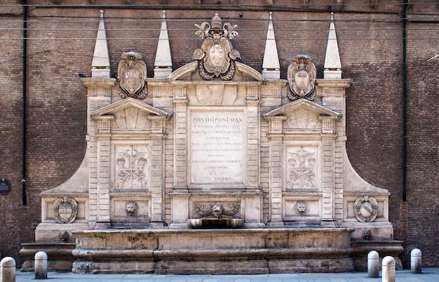 Fontana vecchia in bologna