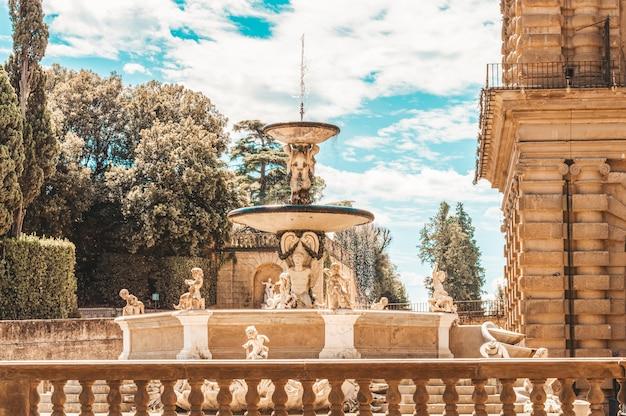 Fontein in de boboli-tuinen, florence, italië. beroemde architectonische monumenten.