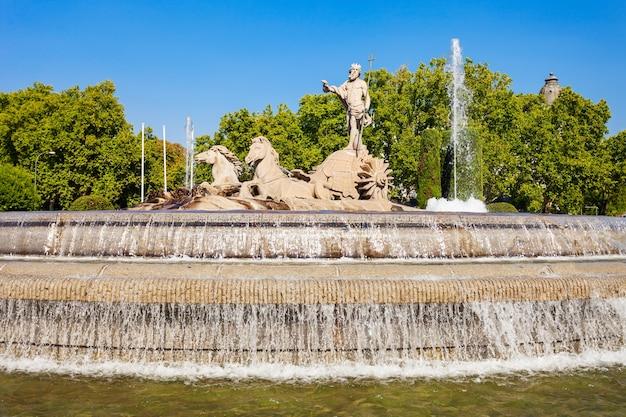Fontein van neptunus of fuente de neptuno in het centrum van de stad madrid, spanje. madrid is de hoofdstad van spanje.
