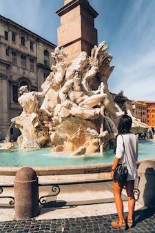 Fontein van vier rivieren (fontana dei quattro fiumi) op navona-vierkant, rome, italië