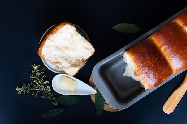 Food baking concept vers gebakken biologische zelfgemaakte zachte melk brood brood in brood pan