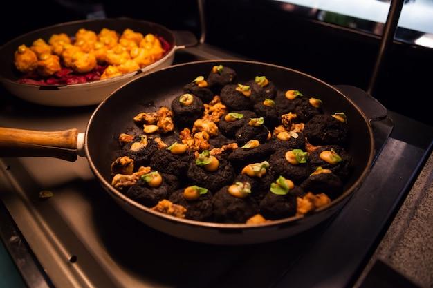 Foodcatering voor buffetcocktail-hapjes, voorgerechten en canapés