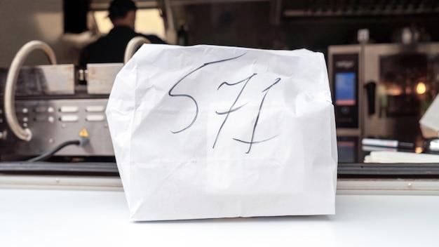 Foodtruck, bestelling klaar, klaar om mee te nemen