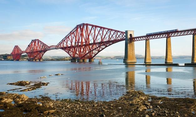 Forth bridge in schotland, verenigd koninkrijk