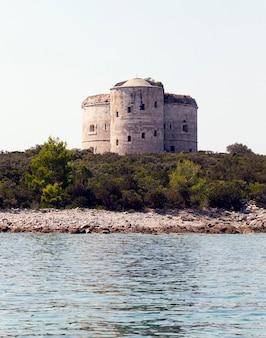 Fortruïne - ruïnes van het fort gelegen op het grondgebied van