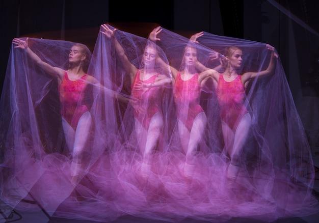 Foto als kunst - een sensuele en emotionele dans van prachtige ballerina door de sluier