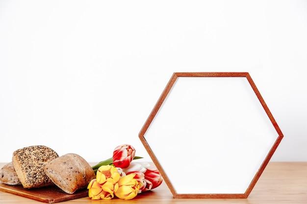 Foto houder en bloemen