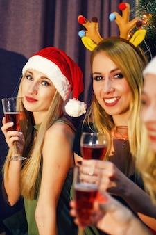 Foto met beste vrienden die nieuwjaar vieren