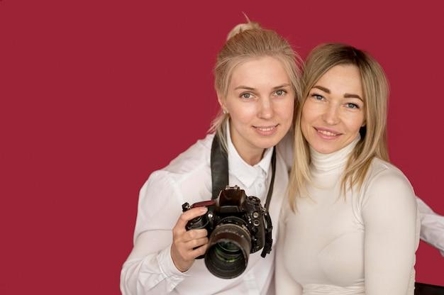 Foto schieten concept meisjes dragen witte overhemden