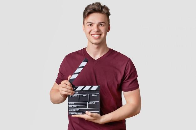 Foto van aantrekkelijke man met stijlvolle kapsel