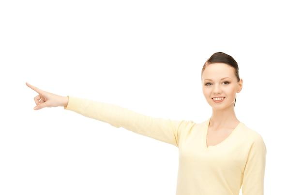 Foto van aantrekkelijke zakenvrouw die met haar vinger wijst