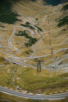 Foto van beroemde snelweg in roemeense bergen, transfagarasan, reisbestemming